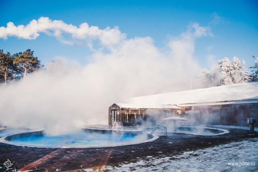 termalnye istochniki v snegu