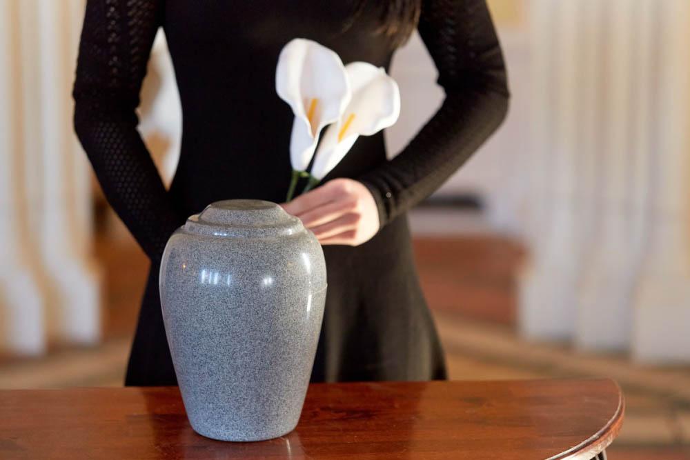kak perevesti urnu s prahom v samolete